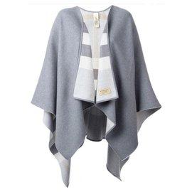 Burberry-Magnifique poncho charlotte burberry gris réversible neuf avec étiquettes-Gris