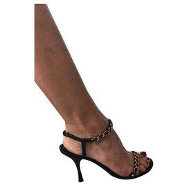 Gucci-Sandales avec des chaînes-Noir