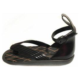Louis Vuitton-Sandale Louis Vuitton en cuir noir-Noir