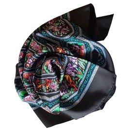 Hermès-Foulards de soie-Noir,Multicolore