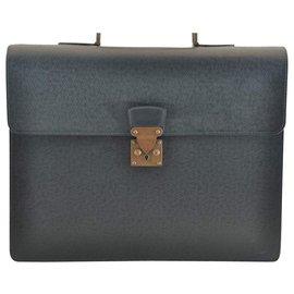 Louis Vuitton-Sacoche Louis Vuitton Taiga-Vert