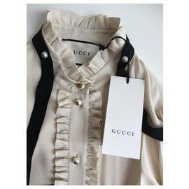 Gucci-Hauts-Beige