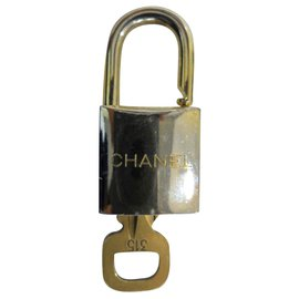 Chanel-Chanel lock-Golden