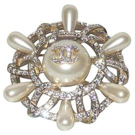 Chanel-Chanel broche métal doré, perles et strass, Collection 2018 sublime-Doré