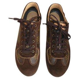 6e373f4ce3cc Second hand Louis Vuitton Sneakers - Joli Closet