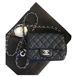Chanel-SAC À BANDOULIÈRE EN CUIR INTEMPOREL / CLASSIQUE-Bleu Marine