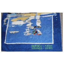 Hermès-Hermès drap de bain éponge bleu à décor de cygnes bel état-Blanc,Bleu