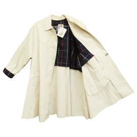Burberry-Waterproof Lightweight Burberry Vintage condition New With Labels-White
