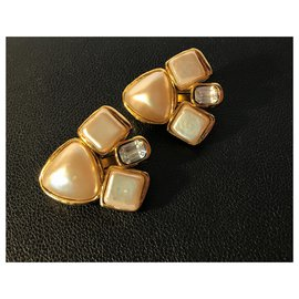 Chanel-VINTAGE earrings(1960/70) gold plated 18 with faux pearls and a rectangular Swarovski crystal stone.-Eggshell