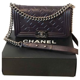 Chanel-Boy-Noir,Violet