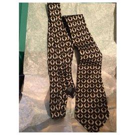 Chanel-Cravates-Noir,Jaune