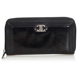 Chanel-Portefeuille long garçon Chanel en cuir verni noir-Noir