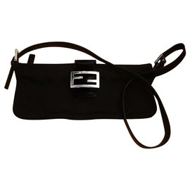 Fendi-Classic Fendi Baguette shoulder bag-Black