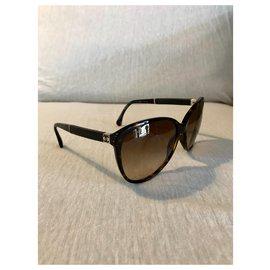 Chanel-Des lunettes de soleil-Marron foncé
