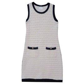 Chanel-Robe en maille noire et blanche Chanel-Noir,Blanc