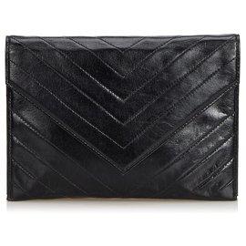 Yves Saint Laurent-YSL Pochette Chevron en cuir noir-Noir