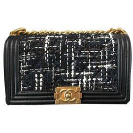 Chanel-Chanel boy bag in black leather and fabric-Black