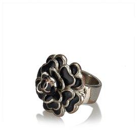 Chanel-Chanel Silver Camellia Metallic Ring-Black,Silvery