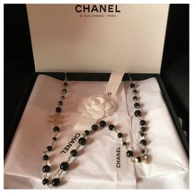 Chanel-Long necklace Chanel Gold metal and Onyx beads and lined CC-Black