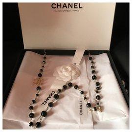 Chanel-Sautoir Chanel Métal doré et perles d'Onyx et doubles CC-Noir