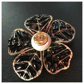 Chanel-Beautiful Chanel Brooch in Black and Gold Plated Email with lined CC-Black