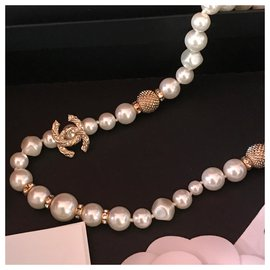 Chanel-Beautiful CHANEL necklace with 35 White pearls-White