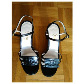 Chanel-CHANEL Sandals  in Leather with CC Logo-Black