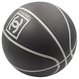 Chanel-Basketball-Noir