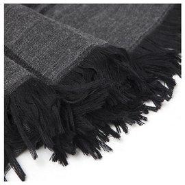 Gucci-Gucci, étole en laine et soie gris et noir neufs-Gris