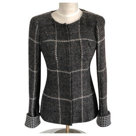 Chanel-Jacken-Grau