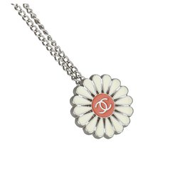 Chanel-Chanel Silver Floral CC Metallic Necklace-Silvery,Multiple colors