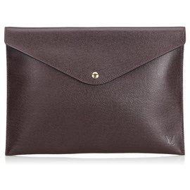 Louis Vuitton-Louis Vuitton - Pochette pour documents et taïga rouge-Rouge,Autre