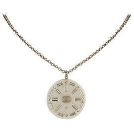 Chanel-Collier pendentif médaillon blanc Chanel-Blanc,Doré