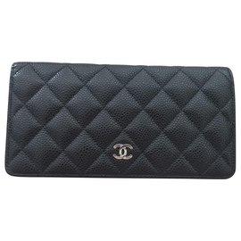 Chanel-Portefeuille Chanel Yen en cuir Caviar noir-Noir