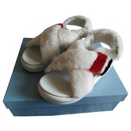 Prada-Sandalen für Schafe-Aus weiß