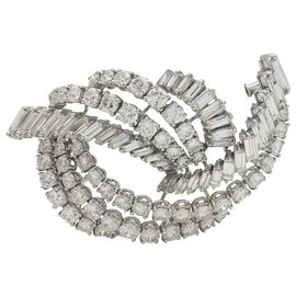 inconnue-Broche en or blanc, diamants brillants et baguettes.-Autre