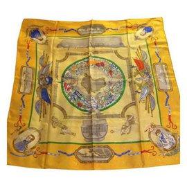 Hermès-Foulards de soie-Jaune