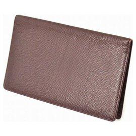 Louis Vuitton-Louis Vuitton Taiga Card case-Brown