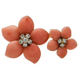 Van Cleef & Arpels-Van Cleef and Arpels 'Pink Christmas' Finger Ring, coral and diamonds.-Other