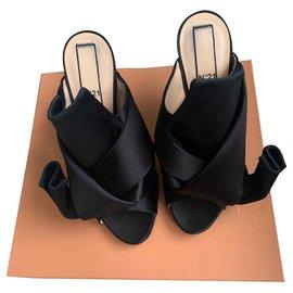 No 21-Bow Mules-Black