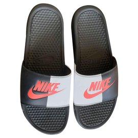 Nike-NIKE BENASSI-Black