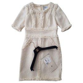 Chanel-Kleider-Beige