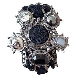 Chanel-Armbänder-Grau