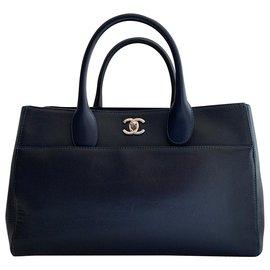 Chanel-Executive grained leather handbag-Dark blue