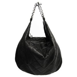 Chanel-Chanel Black Quilted Lambskin Handbag-Black