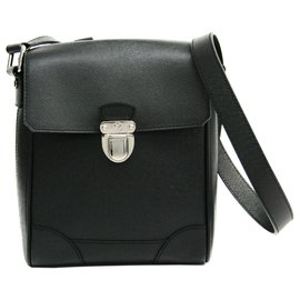 Louis Vuitton-Louis Vuitton Black Taiga Luka Crossbody-Black