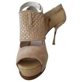 Gianfranco Ferré-Leather and suede wedge pump-Beige