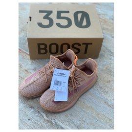 Yeezy-Sneakers-Pink