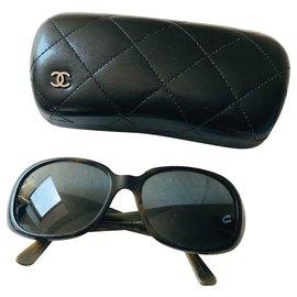 Chanel-Des lunettes de soleil-Kaki