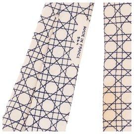 Hermès-Hermes gravata de seda impressa com padrões geométricos em excelente estado!-Preto,Branco